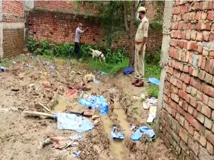 प्लॉट में मिली अज्ञात लाश, डॉग स्क्वायड टीम कर रही जांच; एसपी बोले-आरोपी की तलाश जारी|वाराणसी,Varanasi - Dainik Bhaskar