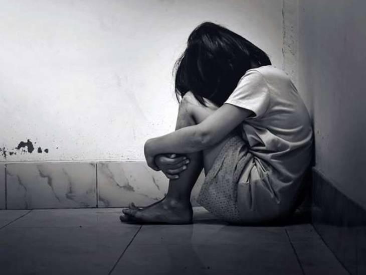 पड़ोसी युवक ने घर में घुसकर किया दुष्कर्म; खून से लथपथ बच्ची डरी सहमी कोने में दुबकी रही, मां आई तो गले लिपटकर सुनाई आपबीती प्रयागराज,Prayagraj - Dainik Bhaskar