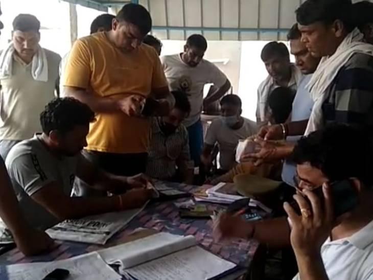 हरियाणा के पलवल के रहने वाले 3 लोग वीरपाल, राकेश और ब्रजेश किसी काम से मथुरा के बठैन गांव गए थे।