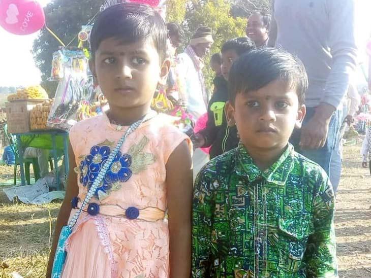 बच्चों का चप्पल दिखने पर युवक डोभा में उतरे, मासूम भाई-बहन की मिली लाश|झारखंड,Jharkhand - Dainik Bhaskar