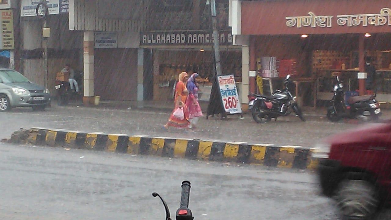 उमस भरी गर्मी से लोगों को मिला छुटकारा, जुलाई के आखिरी दिनों तक 250 से 300 मिमी बारिश की संभावना कानपुर,Kanpur - Dainik Bhaskar