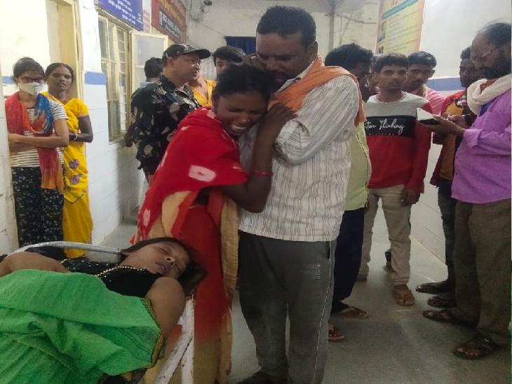 अस्पताल में किशोरी की डेड बॉडी। - Dainik Bhaskar