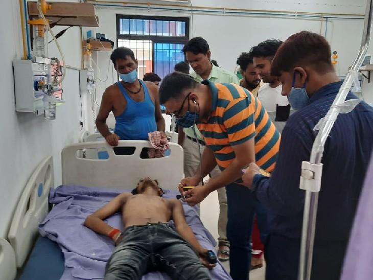 सासाराम में कमरा बंद कर फंदे से झूल गया 17 साल का युवक; दरवाजा तोड़कर अंदर घुसे परिजन, लेकिन बचा नहीं सके|सासाराम,Sasaram - Dainik Bhaskar