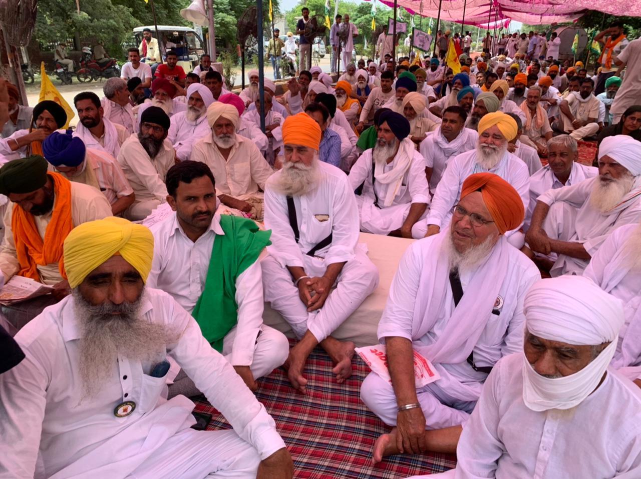 पंजुआना, भावदीन, खुईया मलकान बैरियर 11 बजे तक बंद रहेंगे; प्रशासन और किसानों के बीच नहीं बनी सहमति, गिरफ्तार किसानों की रिहाई की मांग हरियाणा,Haryana - Dainik Bhaskar