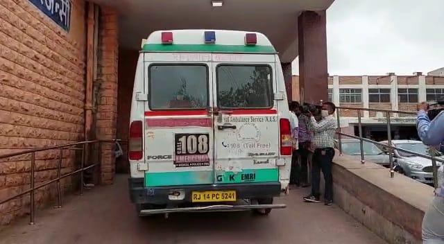 6 लोग गाड़ियों में भर कर आए, बर्तन की दुकान के मालिक को डंडों और धारदार हथियार से पीटा जोधपुर,Jodhpur - Dainik Bhaskar