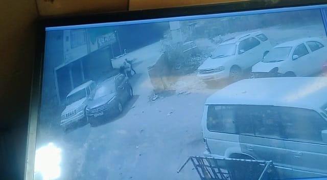 बाइक सवार सेल्समैन कलेक्शन लेकर आया, कार में आए बदमाशों ने लूट लिया बैग; 4 लाख से अधिक की लूटे, पीड़ित ने एक लूटेरे का मोबाइल छीना जोधपुर,Jodhpur - Dainik Bhaskar