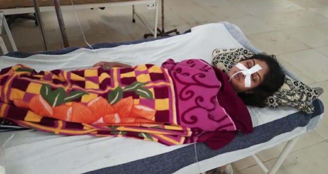पुलिस कांस्टेबल और उसकी पत्नी ने खाया जहर, अस्पताल में चल रहा इलाज, शक को लेकर दोनों के बीच हुआ था विवाद|छिंदवाड़ा,Chhindwara - Dainik Bhaskar