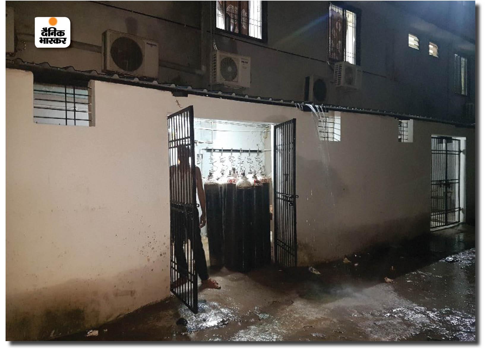 रायपुर के जिला अस्पताल का ऑक्सीजन प्लांट, यहीं से मरीजों को ऑक्सीजन सप्लाई की जाती है।