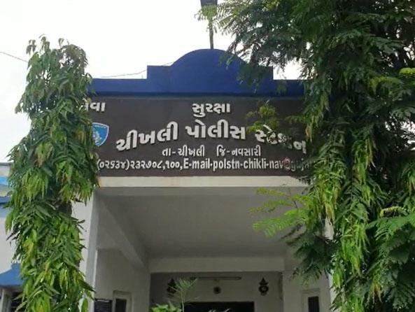 चीखली पुलिस स्टेशन, जहां संदिग्धों ने फांसी लगाकर आत्महत्या की। - Dainik Bhaskar