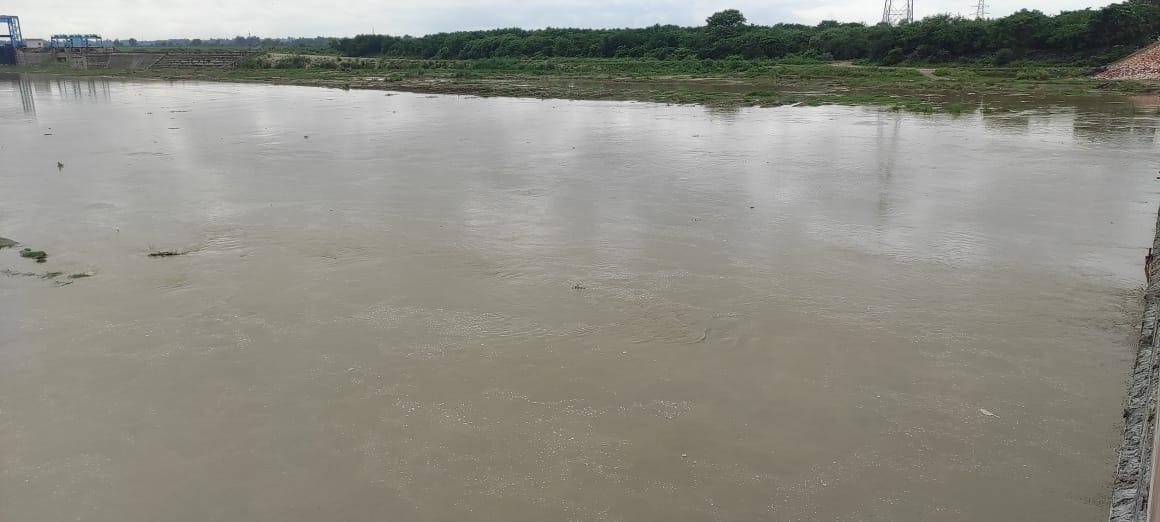 बारिश से रामगंगा का जल स्तर अब खतरे के निशान से महज पांच मीटर से भी नीचे, कालागढ़ बांध से छूटा पानी तो खतरे का निशान पार|बरेली,Bareilly - Dainik Bhaskar