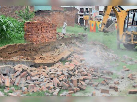 यमुनानगर। डीटीपी द्वारा अवैध कॉलोनियों में तोड़े गये निर्माण कार्य। - Dainik Bhaskar