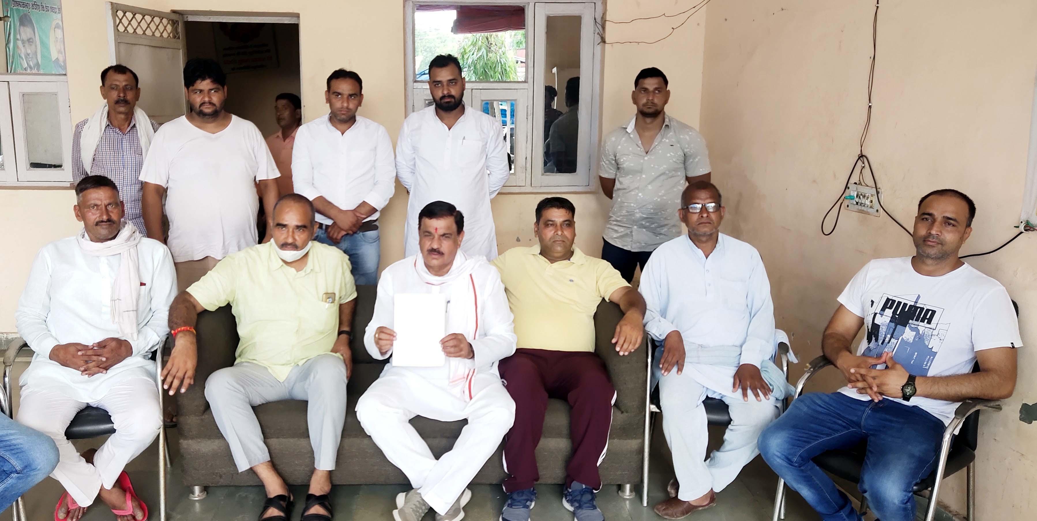 फरीदाबाद। गदपुरी टोल टैक्स प्लाजा को जल्द शुरू किए जाने को लेकर पूर्व विधायक ने कड़ी आपत्ति जताई है। - Dainik Bhaskar