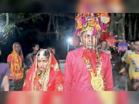 शादी के बाद प्रेमी युगल। - Dainik Bhaskar