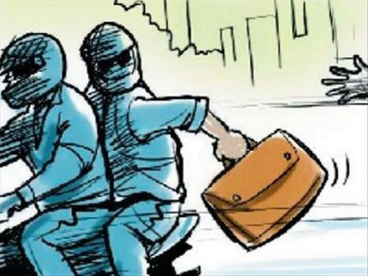 लाइट प्वाइंट पर चाकू दिखाकर तीन बदमाशों ने लूटी एक्टिवा और कीमती सामान, जाते समय बोले- शिकायत दी तो मार देंगे|चंडीगढ़,Chandigarh - Dainik Bhaskar