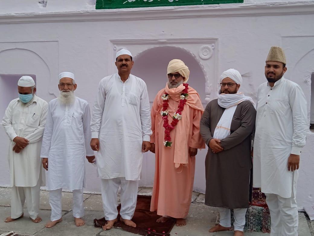 ईदगाह पर 5 व्यक्तियों के साथ ही - Dainik Bhaskar