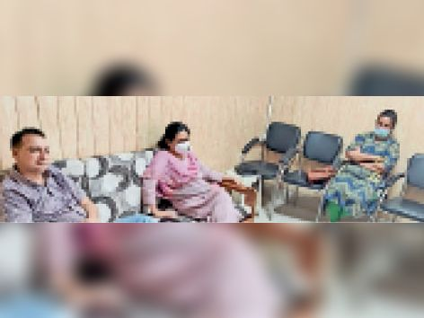 कायाकल्प के तहत सिविल अस्पताल का निरीक्षण करने पहुंची टीम। - Dainik Bhaskar