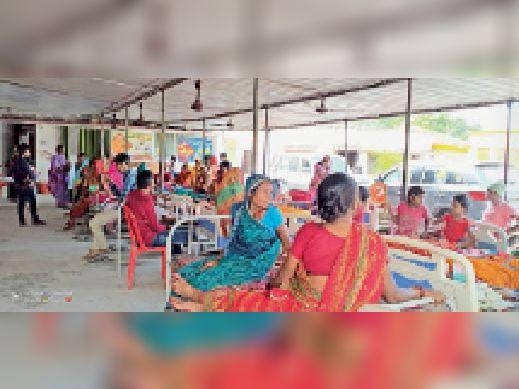 अस्पताल में भर्ती महिलाएं। - Dainik Bhaskar
