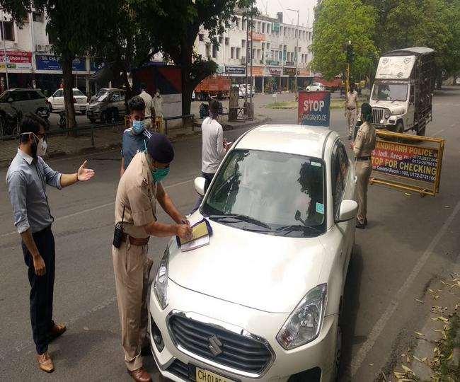 चप्पे-चप्पे पर कुल पुलिसकर्मियों समेत CRPF के जवान तैनात, सुबह साढ़े 7 बजे मस्जिदों मे अता की गई नमाज|चंडीगढ़,Chandigarh - Dainik Bhaskar