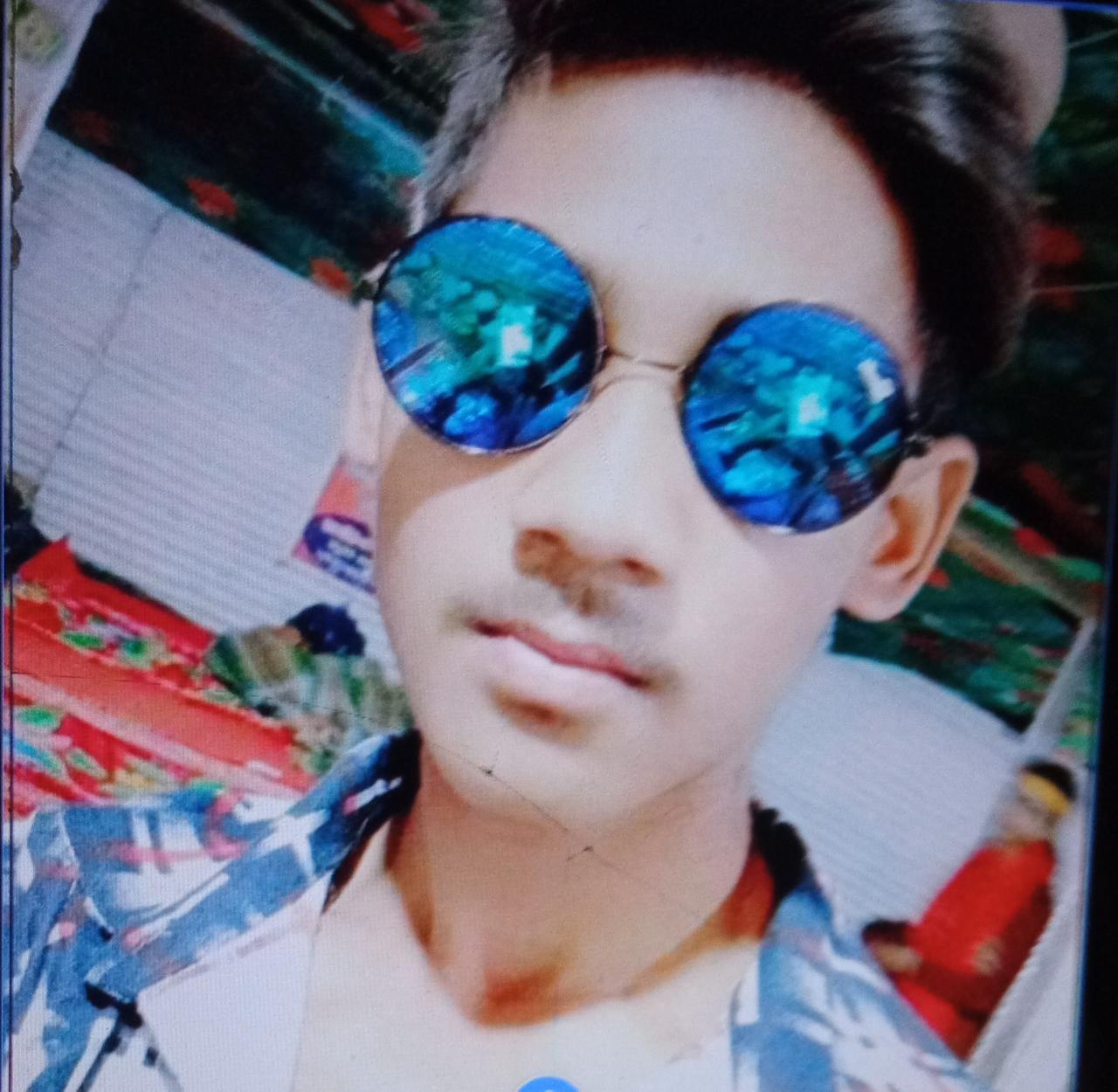 बरेली में हत्यारों ने युवक की गर्दन रेती, चाकुओं से पीठ गोदी, पेट फाड़ा और दोनों टांगों के बीच में चाकू डालकर खींच दिया|बरेली,Bareilly - Dainik Bhaskar