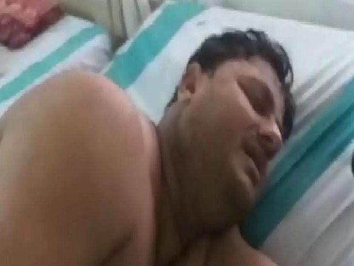 वाराणसी में युवक ने होटल में खाया जहर, पुलिस ने पहुंचाया अस्पताल, पति की प्रताड़ना से आजिज युवती जा रही थी जान देने|वाराणसी,Varanasi - Dainik Bhaskar