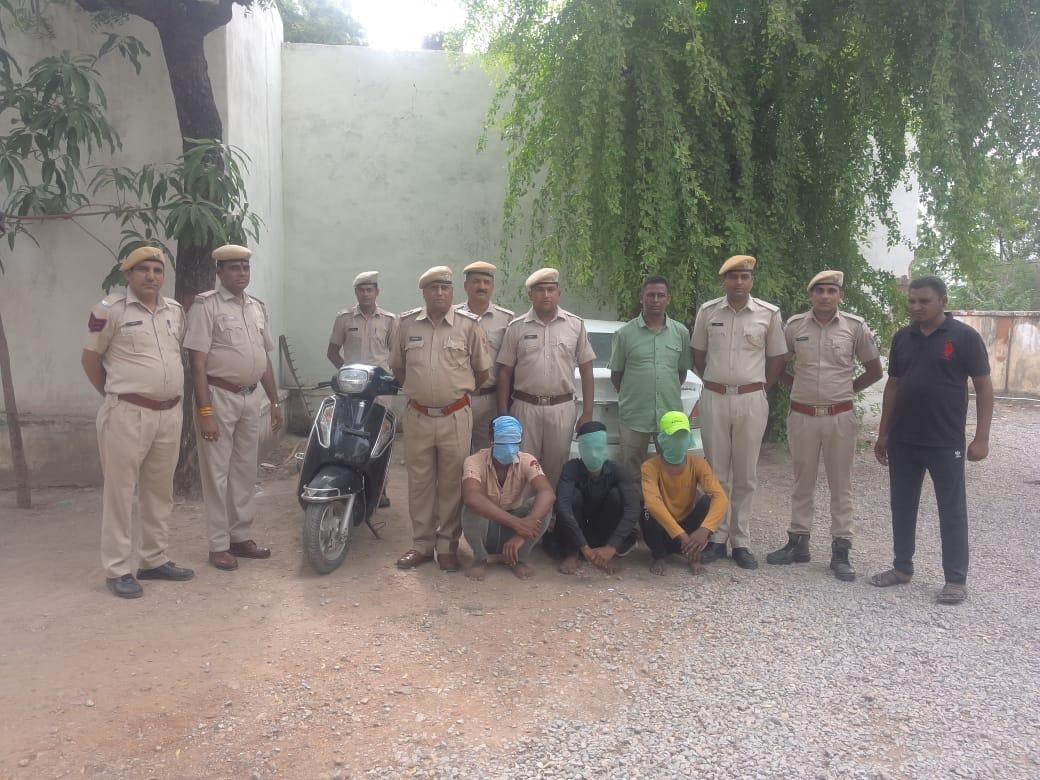 चैन स्नैचिंग के वारदात में पकड़े गए तीन आरोपी। - Dainik Bhaskar