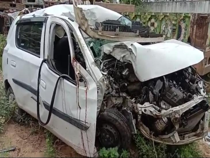 टक्कर इतनी तेज कि कार के उड़े परखच्चे, Aen और ग्राम सेवक ने गाड़ी के अंदर ही दम तोड़ा, दरवाजे से रिसता रहा खून|सीकर,Sikar - Dainik Bhaskar