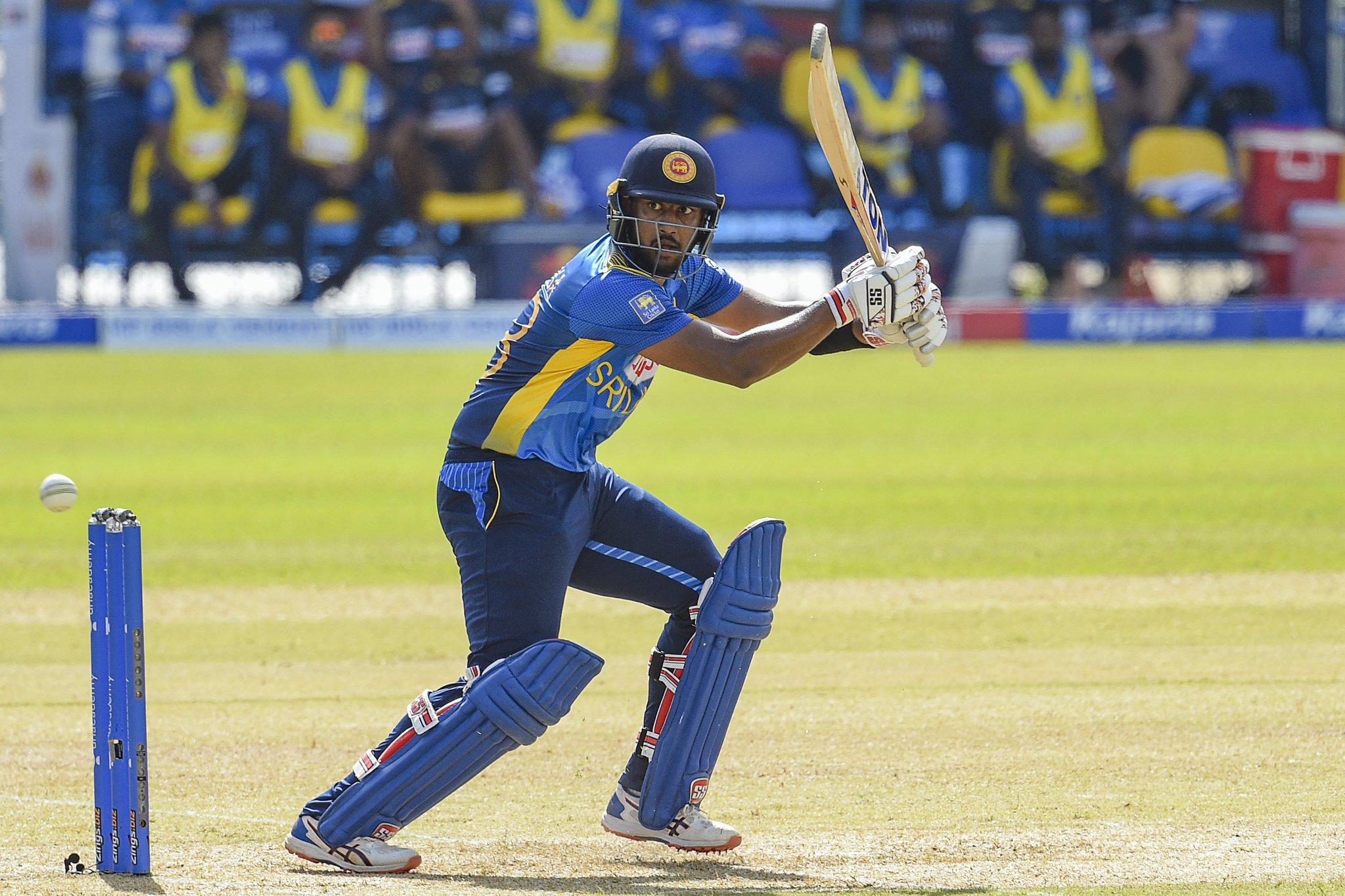 अविष्का ने वन-डे करियर की चौथी फिफ्टी लगाई। उन्होंने 71 बॉल पर 50 रन की पारी खेली। भुवनेश्वर ने अविष्का को आउट किया।