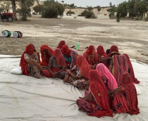 महिलाओं ने भी पारम्परिक गीतों के साथ इंद्रदेव से गुहार लगाई।