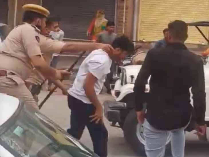 पुलिस डंडे बरसाती रही, बैखोफ चालक ने सड़क पर खाली कर दिया बजरी से भरा डंपर|जोधपुर,Jodhpur - Dainik Bhaskar
