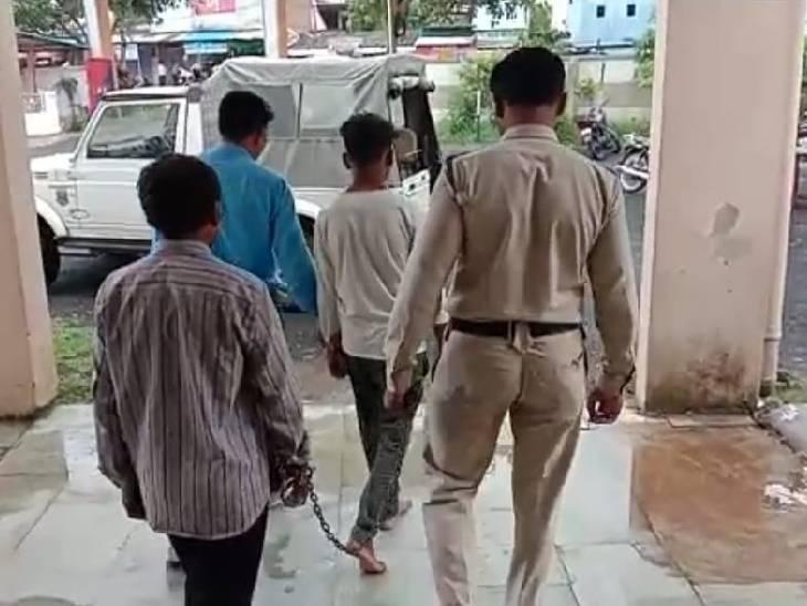 पुलिस ने आरोपियों को गिरफ्तार कर लिया है।