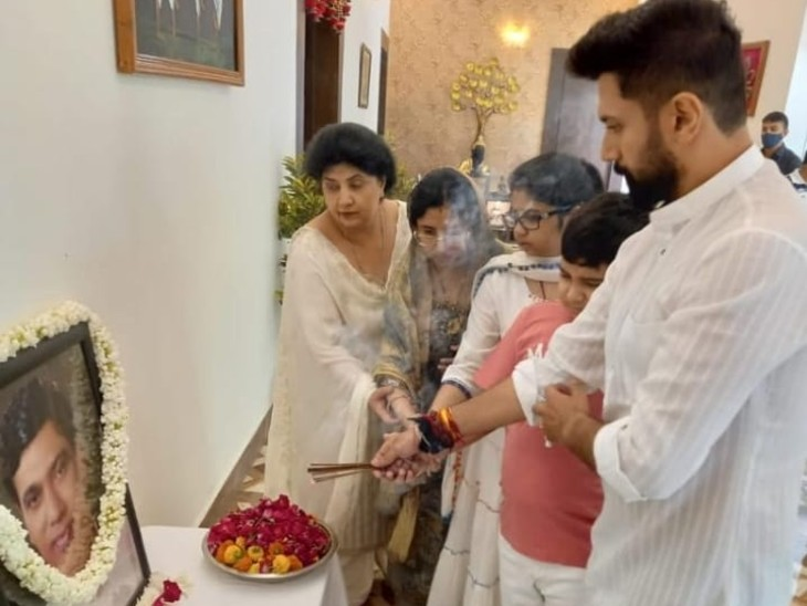 बिहार BJP अध्यक्ष संजय जायसवाल पहुंचे रामविलास के छोटे भाई रामचंद्र की दूसरी पुण्यतिथि में; दिल्ली में पारस ने किया था आयोजन, उधर चिराग अकेले ही नजर आए|बिहार,Bihar - Dainik Bhaskar