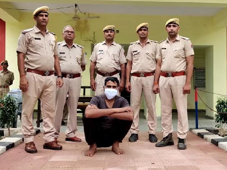 पुलिस की गिरफ्त में डकैत गिर्राज। - Dainik Bhaskar