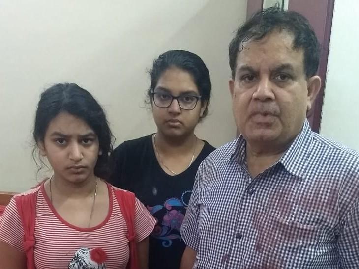 डॉ. सपना गुप्ता दत्ता की दोनों बेटियां और पति।