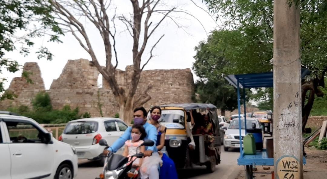 किले पर बढ़ी रौनक, ईद की छुट्टी पर दिखी ज्यादा भीड़, अन्य राज्यों से भी पहुंचे रहे टूरिस्ट|चित्तौड़गढ़,Chittorgarh - Dainik Bhaskar