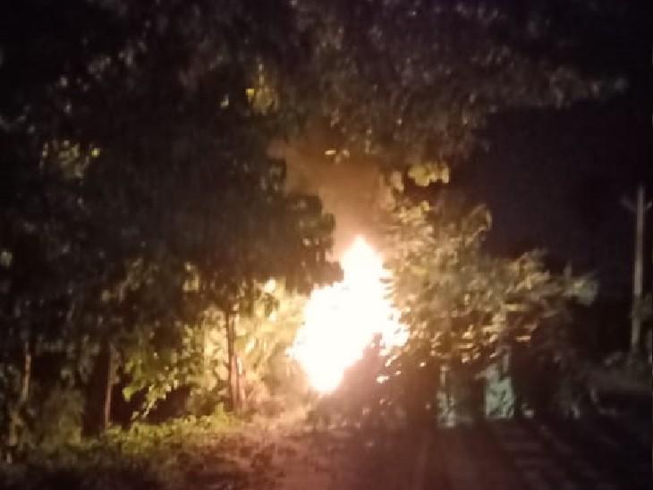 पटना में तेज रफ्तार स्कार्पियो बाइक को ठोकते हुए पेड़ से टकराई तो लगी आग, गाड़ी जलकर खाक|पटना,Patna - Dainik Bhaskar