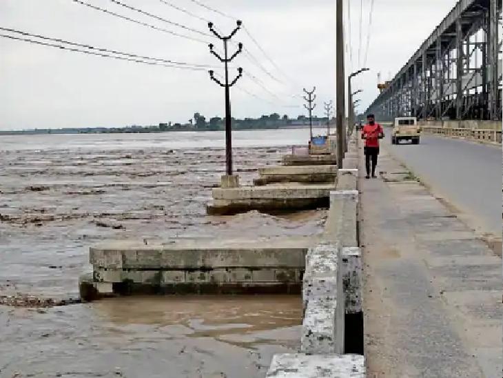 नेपाल में तेज बारिश की वजह से कोसी नदी का जलस्तर बढ़ा, बराज के 56 में से 31 फाटक खोले गए; सुपौल के छह प्रखंडों में बाढ़ का खतरा|पटना,Patna - Dainik Bhaskar