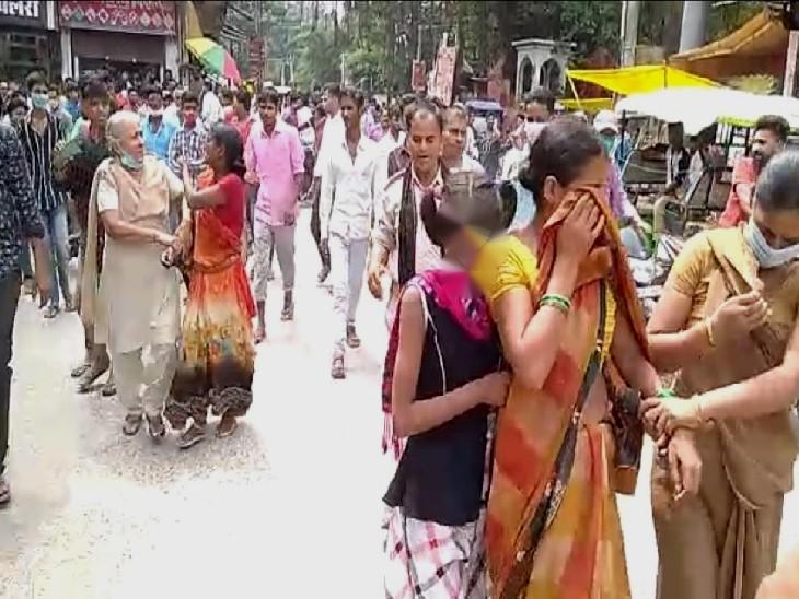 महिला का पर्स चुरा कर भाग रही थी, एक दुकानदार ने पकड़ लिया; चोरी 4500 कैश बरामद, सोने की चेन गायब गोपालगंज,Gopalganj - Dainik Bhaskar