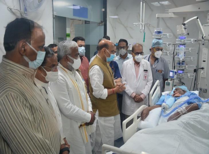 16 दिन बाद कल्याण सिंह को फिर से देखने पहुंचे राजनाथ,वेंटिलेटर पर लाइफ सपोर्ट सिस्टम के सहारे चल रहा पूर्व CM का इलाज|लखनऊ,Lucknow - Dainik Bhaskar