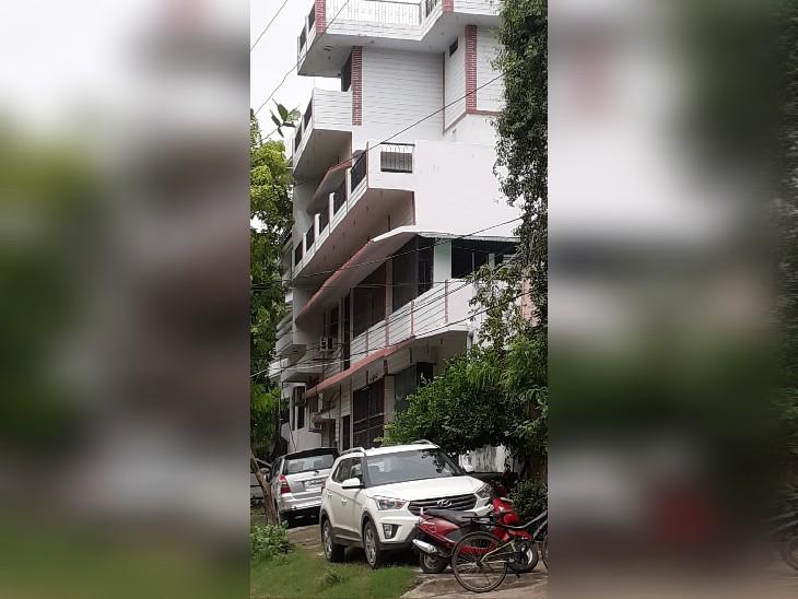 आईआरएस अफसर के 11/1 म्योर रोड स्थित इसी आवास पर विजिलेंस ने छापे की कार्रवाई की। - Dainik Bhaskar