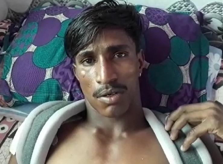 हादसे में घायल युवक राहुल। राहुल की नानी की मौके पर ही मौत हो गई। - Dainik Bhaskar