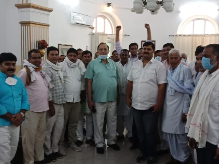 भाजपा पार्टी से निष्कासित किए जाने के बाद कार्यकर्ताओं का हौसला बढ़ा रहे, कह रहे अगले चार महीने में बहुत कुछ बदलने वाला|अलवर,Alwar - Dainik Bhaskar
