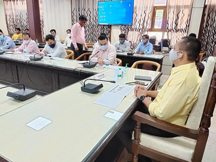 कानपुर समग्र विकास योजनाओं की समीक्षा बैठक