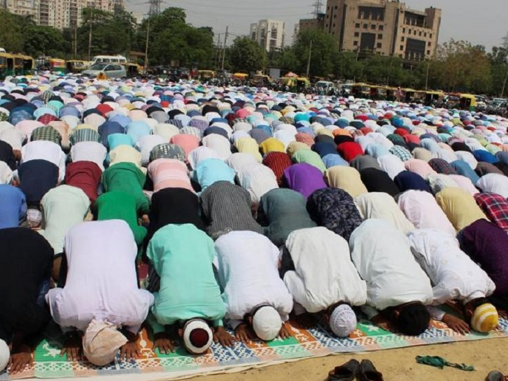 इमाम ने लोगों से घर पर ही नमाज अता करने को कह दिया था। - फाइल फोटो - Dainik Bhaskar