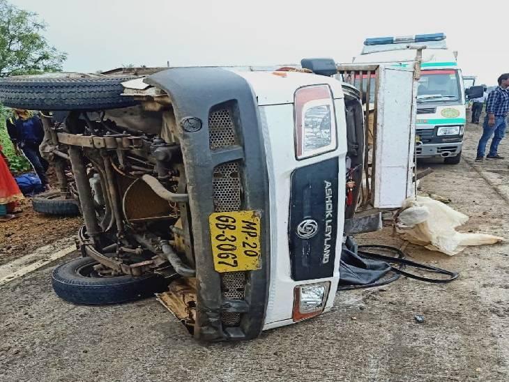 जबलपुर में लोडिंग वाहन पलटा, धान का रोपा लगाने डिंडौरी से आए 15 मजदूर घायल, एक महिला की मौत|जबलपुर,Jabalpur - Dainik Bhaskar