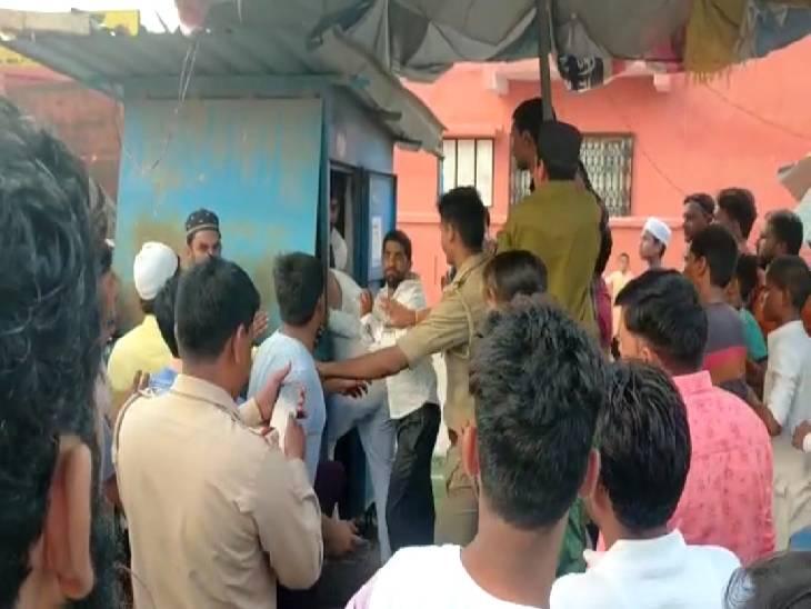 सहारनपुर में पुलिस की मौजूदगी में दबंगों ने की पिटाई, सीओ बोले- पुलिस के सामने नहीं हुई मारपीट|सहारनपुर,Saharanpur - Dainik Bhaskar