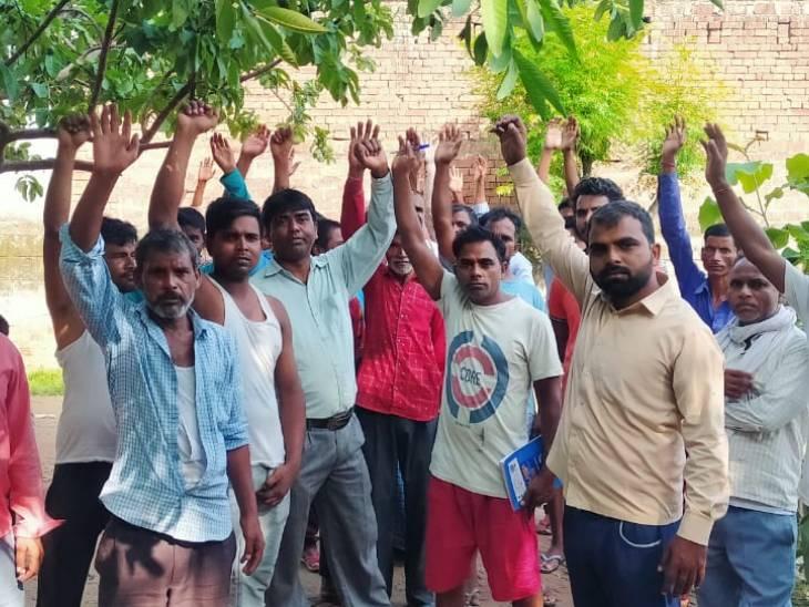 हकीमपुरा गांव में बिजली का करंट फैलने से 100 से ज्यादा ग्रामीणों के बिजली के उपकरण  फूंक गए थे। - Dainik Bhaskar