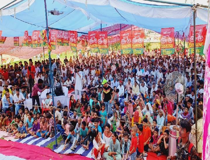 सपा के आयोजन में पहुंची भीड़