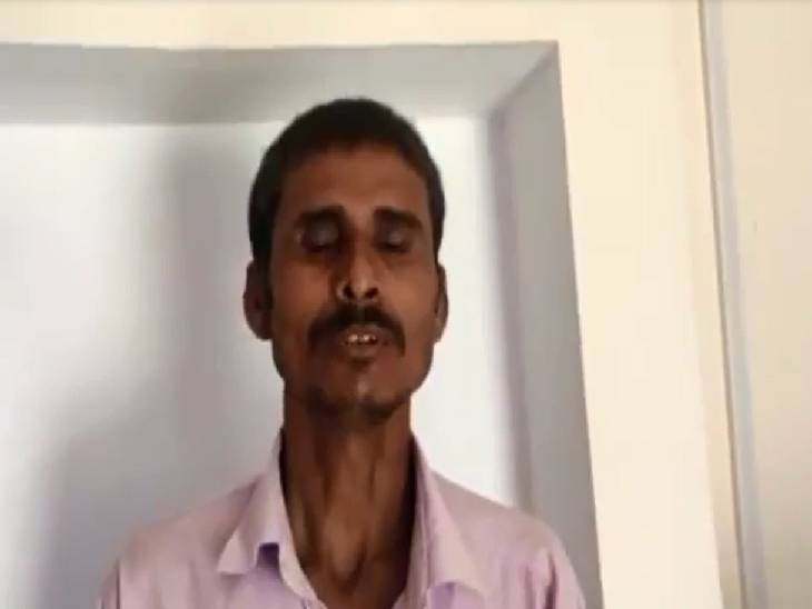 गांव के चौकीदार से था जमीनी विवाद, पुलिस ने मांगी रिश्वत और बियर; मना करने पर युवक को कमरे में बंद कर पीटा प्रयागराज,Prayagraj - Dainik Bhaskar