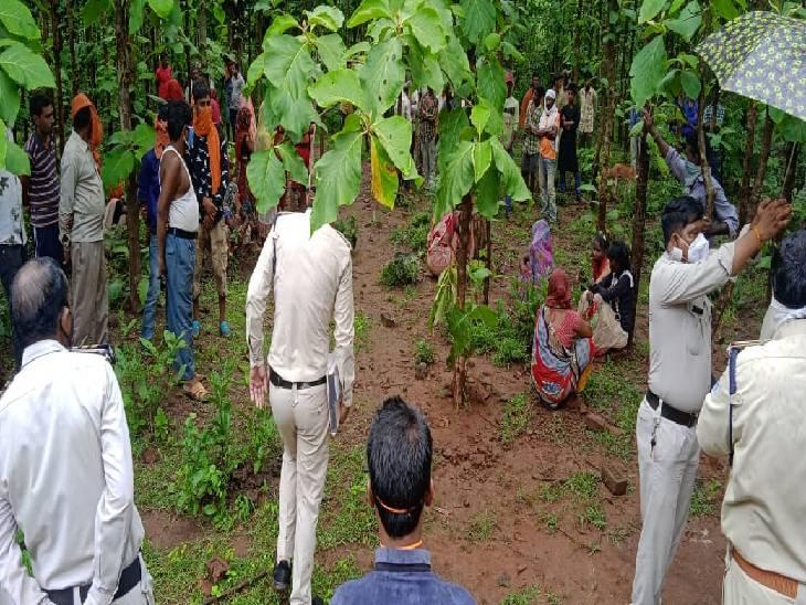 शव नर्सरी में फेंका, मरने वाले के पिता के साथ उसे ढूंढने का नाटक करता रहा; बात फैली तो अगली सुबह शव को 300 मीटर दूर झाड़ियों में फेंक आया|जबलपुर,Jabalpur - Dainik Bhaskar