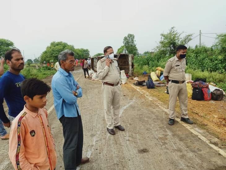 घटनास्थल पर पहुंचे टीआई पनागर आरके सोनी, हादसे की जानकारी लेते हुए।